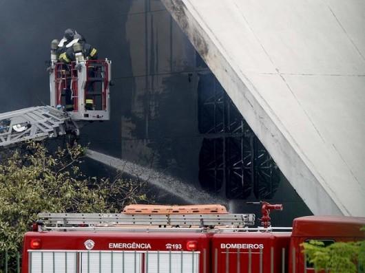 آتش سوزی بنای یادبود نیمایر