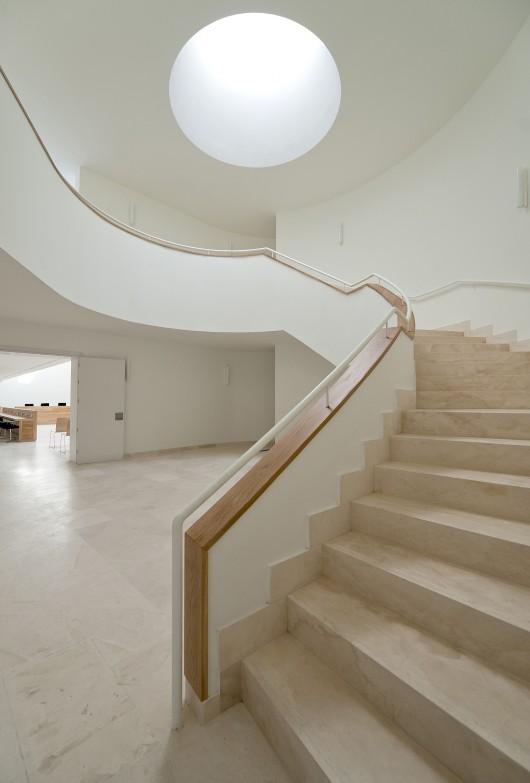 http://ad009cdnb.archdaily.net/wp-content/uploads/2014/02/5304c7aae8e44ec69a000161_santa-marta-de-tormes-town-hall-sanchez-gil-arquitectos_04sm-530x783.jpg