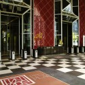 AD Classics: PPG Place / John Burgee Architects with Philip Johnson Lobby. Image © Highwoods Properties 2014
