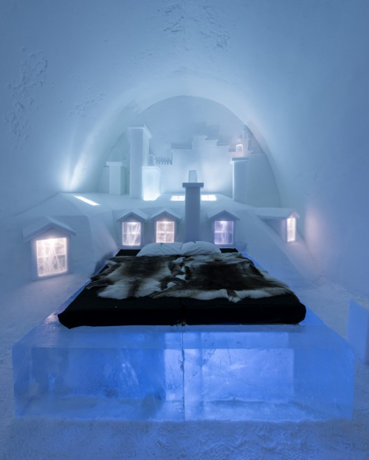 a place to chill sweden s ice hotel archdaily. Black Bedroom Furniture Sets. Home Design Ideas