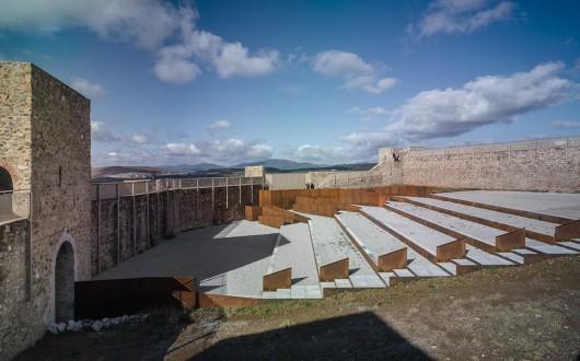 Eerj adaptation of patio de armas in el real de la jara for Arquitectura granada