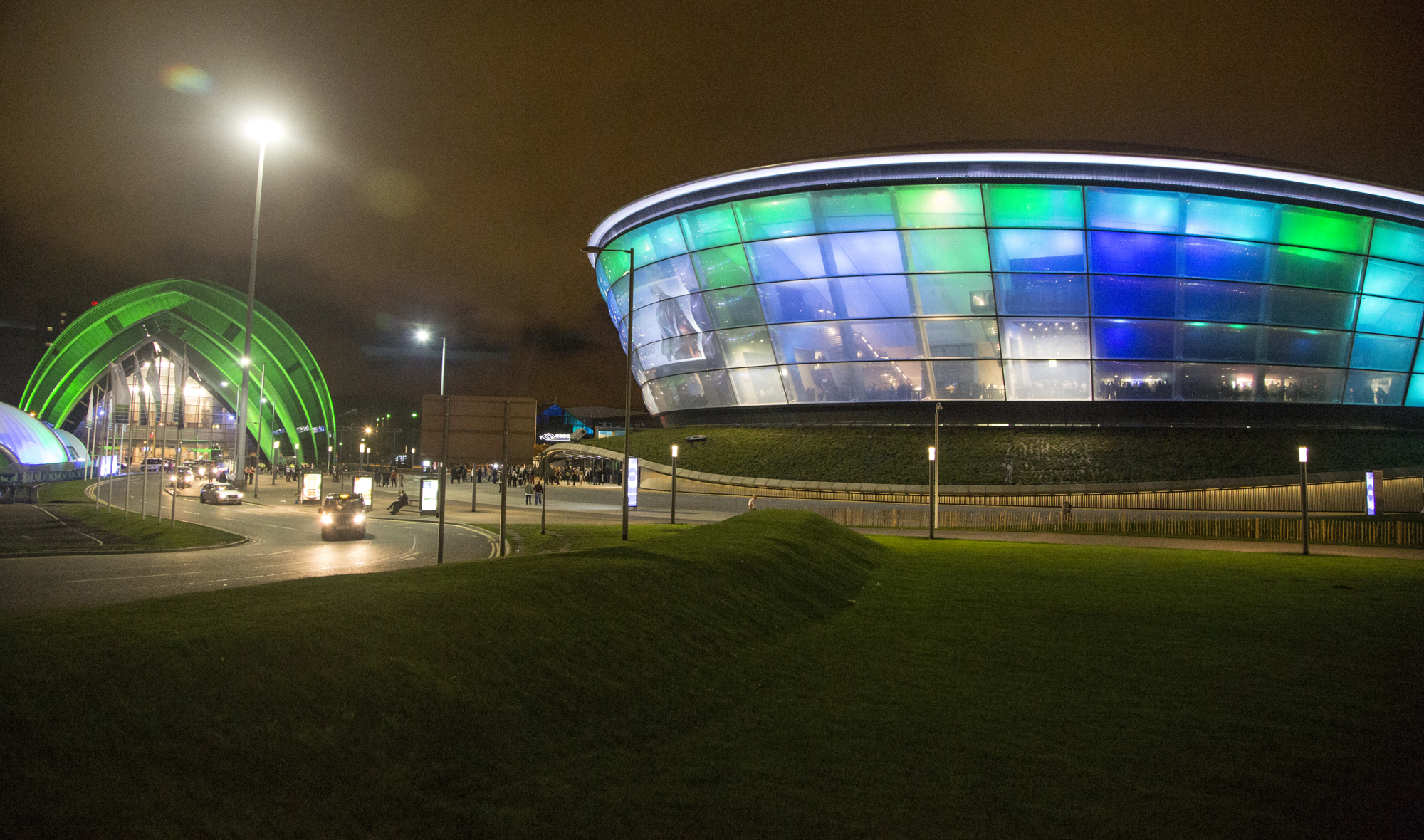 http://ad009cdnb.archdaily.net/wp-content/uploads/2014/04/53504b50c07a804600000005_foster-partners-sse-hydro-arena-features-translucent-skin-innovative-seating-system_3r1a6813.jpg