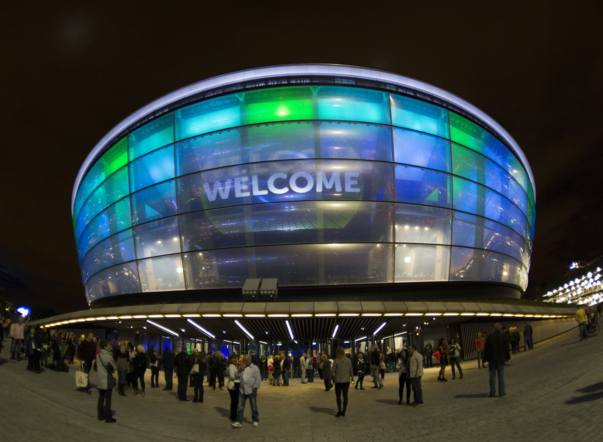 http://ad009cdnb.archdaily.net/wp-content/uploads/2014/04/53504cf8c07a809c1a00001a_foster-partners-sse-hydro-arena-features-translucent-skin-innovative-seating-system_foto09.jpg