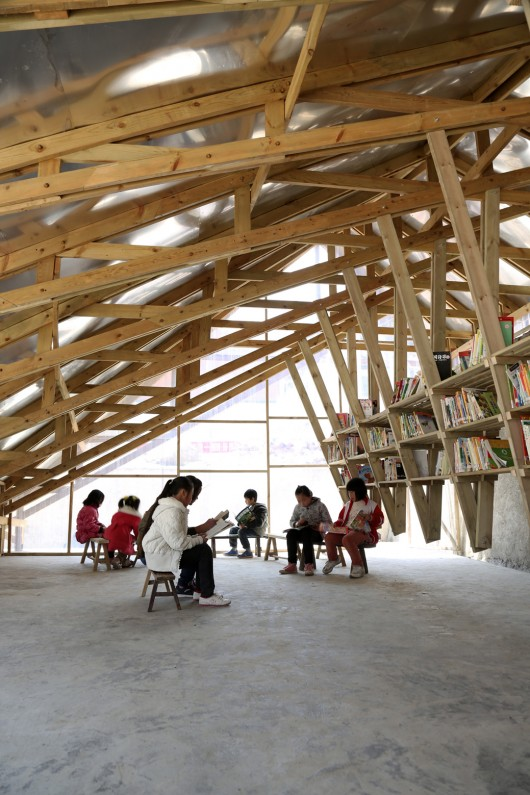 http://ad009cdnb.archdaily.net/wp-content/uploads/2014/04/535869b6c07a80dbb0000059_the-pinch-library-and-community-center-olivier-ottevaere-john-lin_pinch_13_jc-530x795.jpg