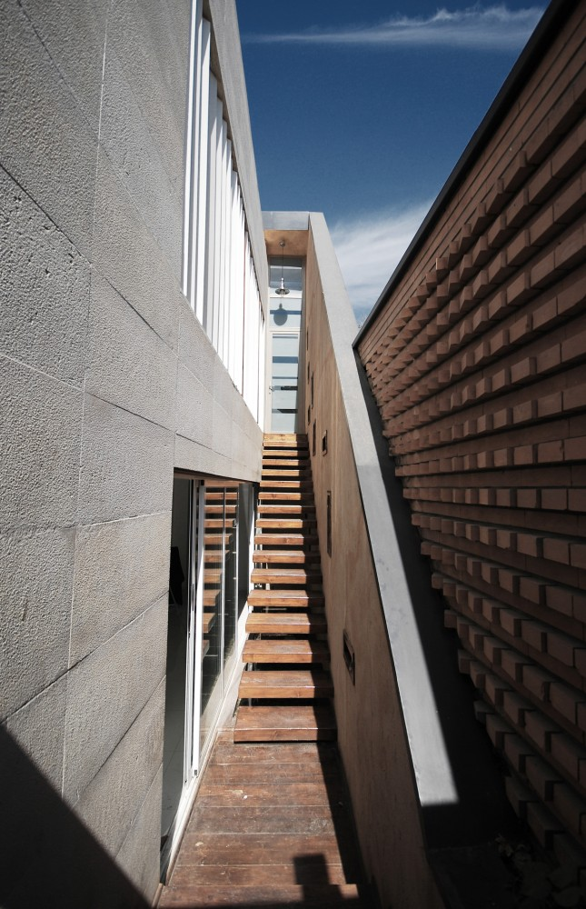 http://ad009cdnb.archdaily.net/wp-content/uploads/2014/06/5398f917c07a805cea000697_4x12-atelier-use-studio_04-645x1000.jpg