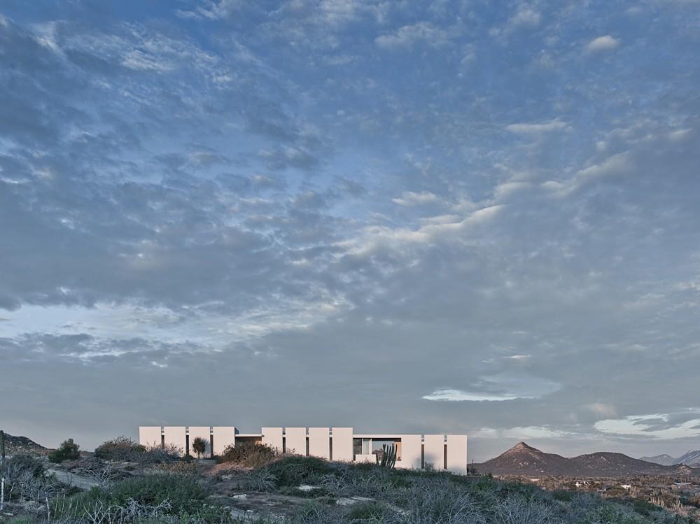 ویلای سفید در کویر مکزیک