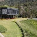 译者: 蝈蝈 the design of jg house started with the site itself.