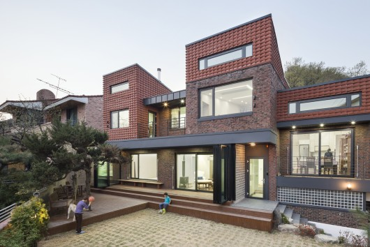 Time Stacking House / JOHO Architecture