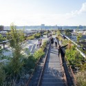 Take a Walk on the High Line with Iwan Baan View looking west along one of the Rail Track Walks. Image © Iwan Baan, 2014 (Section 3)