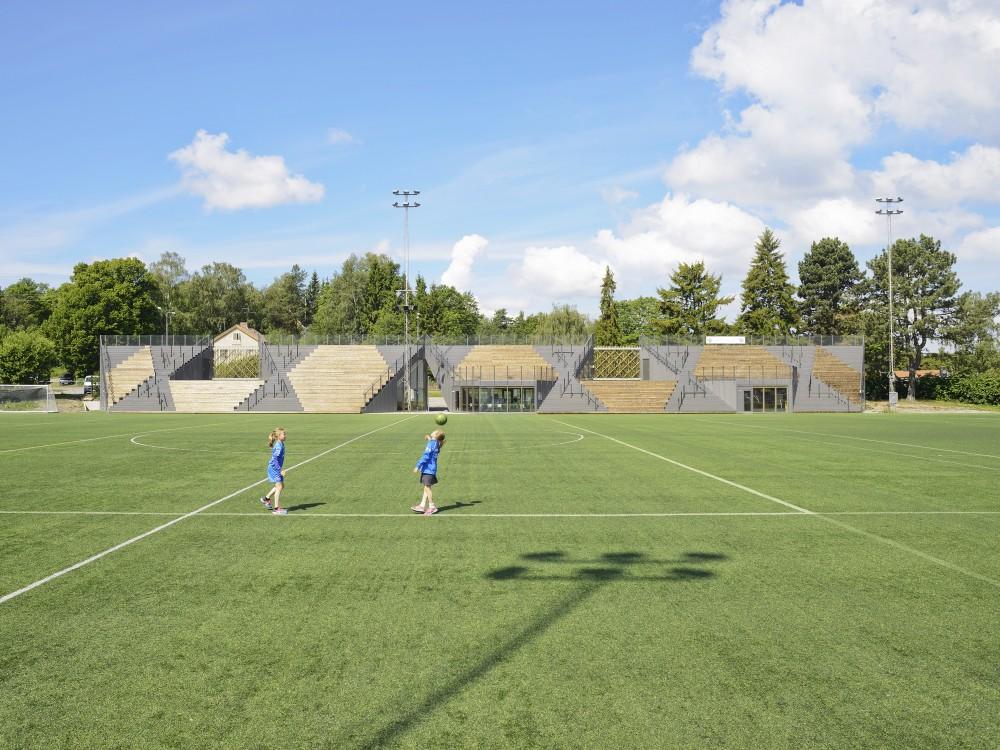 http://ad009cdnb.archdaily.net/wp-content/uploads/2014/09/54260dabc07a80c9ea00016b_liding-vallen-small-football-stadium-dinelljohansson_lidingovallen_dj-2014-3b-mikaelolsson-1000x750.jpg