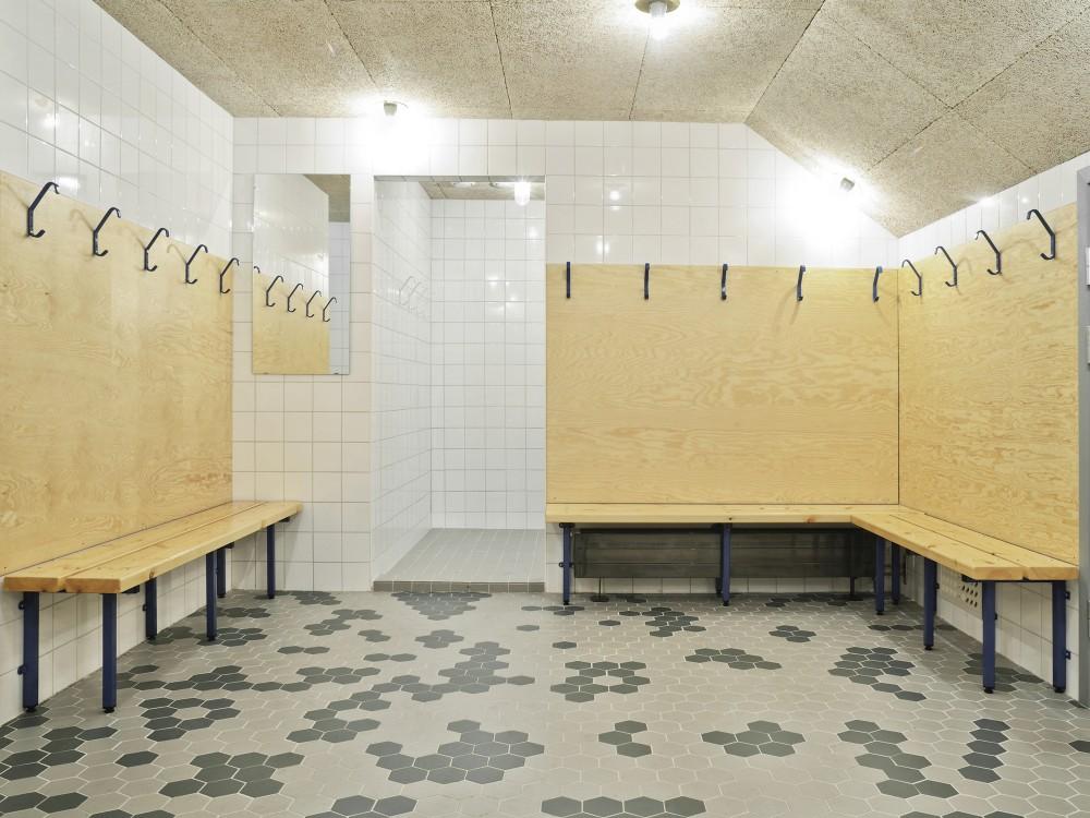 http://ad009cdnb.archdaily.net/wp-content/uploads/2014/09/54260e18c07a80548f0001ab_liding-vallen-small-football-stadium-dinelljohansson_lidingovallen_dj-2014-8b-mikaelolsson-1000x750.jpg