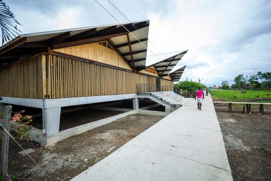 Embera Atrato Medio School / Plan B Arquitectos - ArchDaily