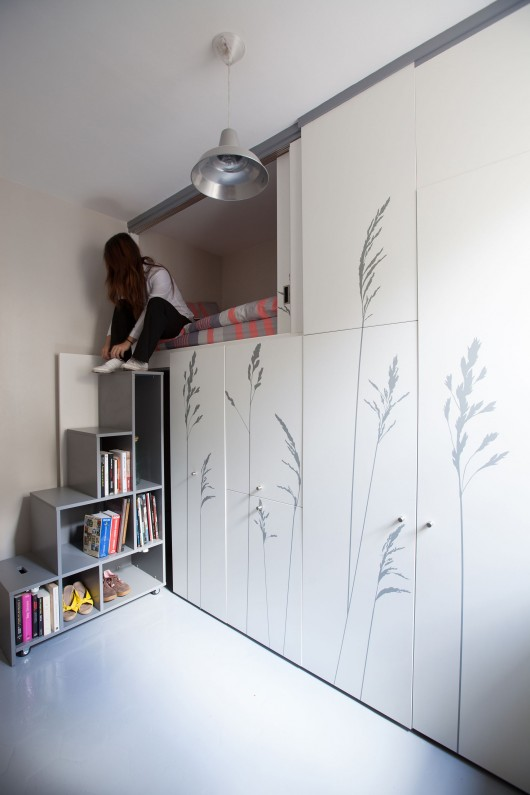 Tiny apartment in paris kitoko studio archdaily for Chambre de bonne