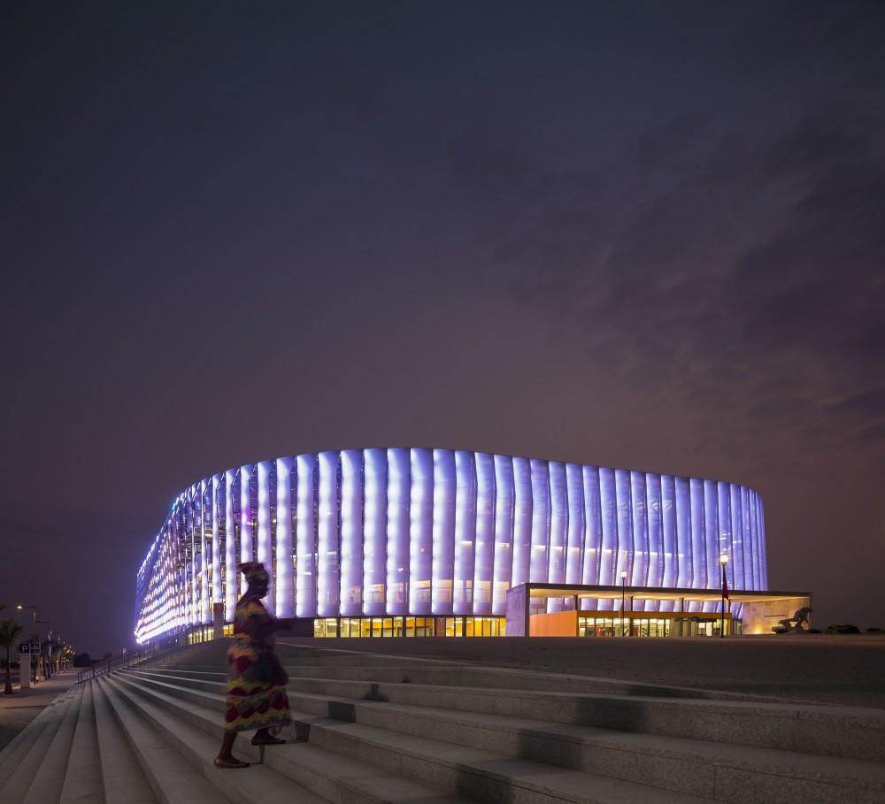 http://ad009cdnb.archdaily.net/wp-content/uploads/2014/10/5451a395e58ece6401000055_luanda-multisports-pavilion-berger-arquitectos__gg_1565-1000x909.jpg
