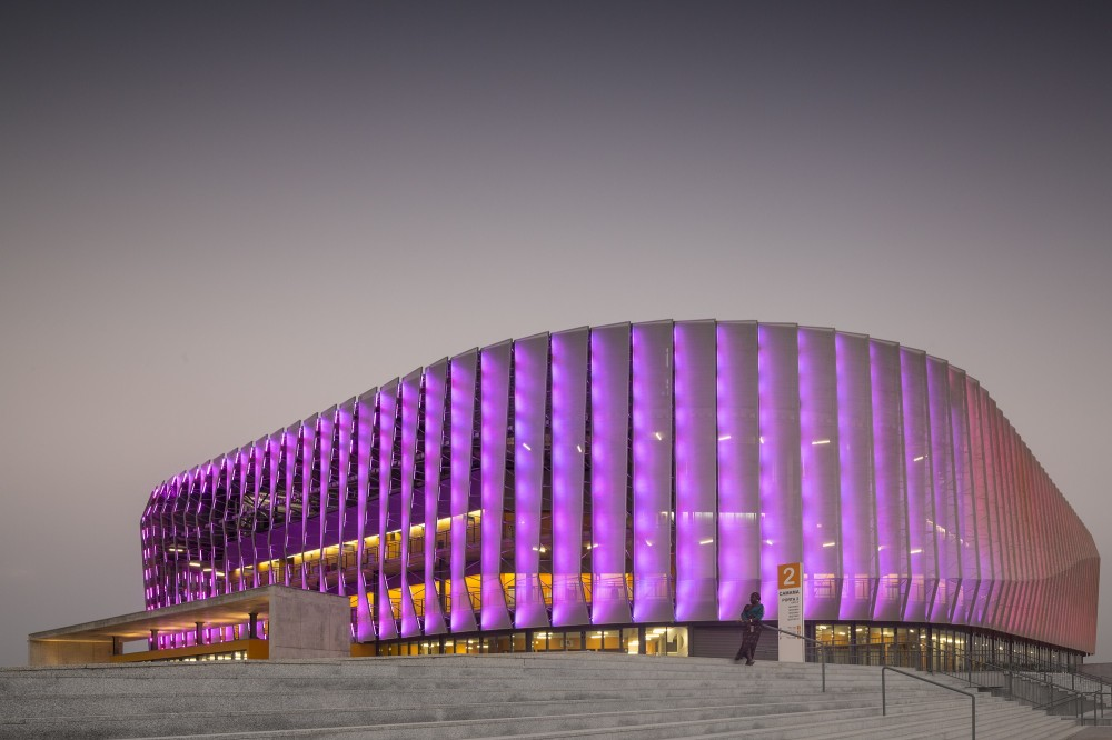 http://ad009cdnb.archdaily.net/wp-content/uploads/2014/10/5451a3bce58ece4c08000061_luanda-multisports-pavilion-berger-arquitectos__gg_2675-1000x666.jpg