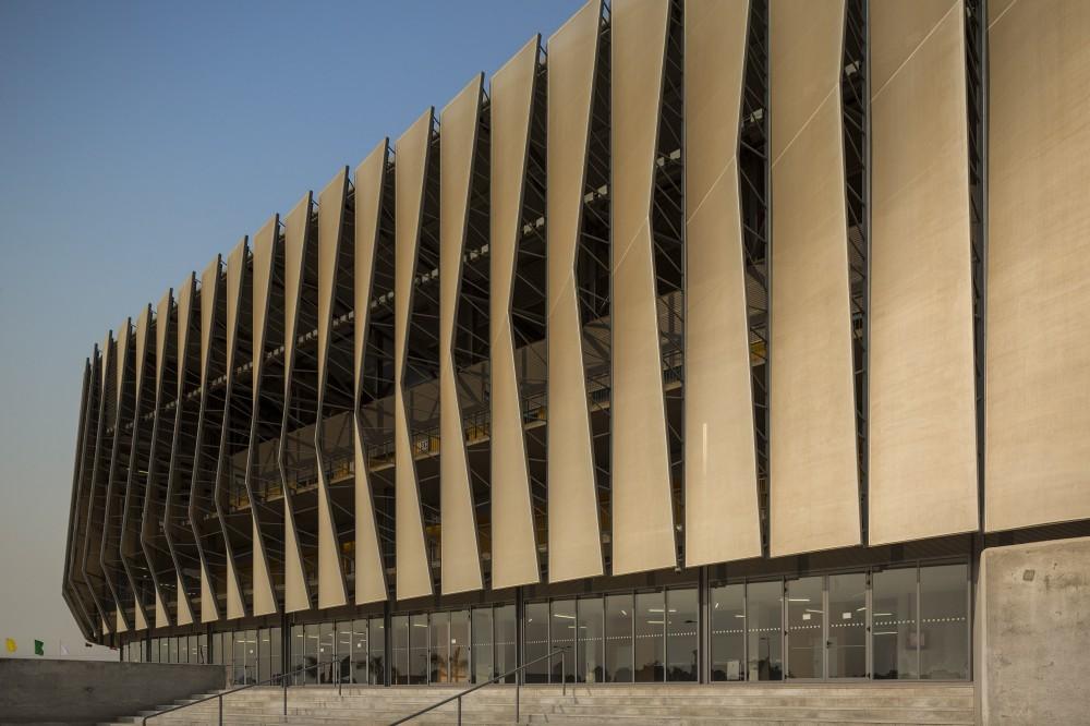 http://ad009cdnb.archdaily.net/wp-content/uploads/2014/10/5451a3cee58ece4c08000062_luanda-multisports-pavilion-berger-arquitectos_2f1c0197-1000x666.jpg