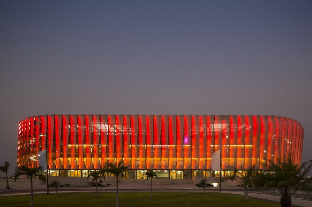 http://ad009cdnb.archdaily.net/wp-content/uploads/2014/10/5451a3d4e58ece3ef6000051_luanda-multisports-pavilion-berger-arquitectos_2f1c0418-1000x666.jpg