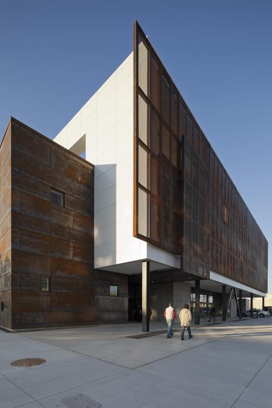 Hardesty Arts Center / Selser Schaefer Architects