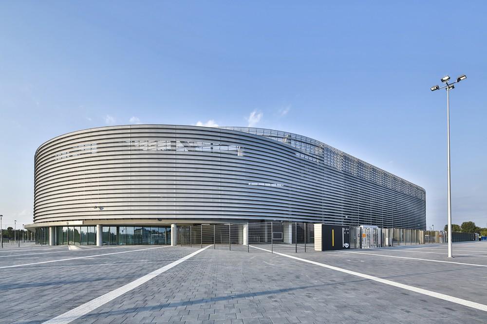http://ad009cdnb.archdaily.net/wp-content/uploads/2014/11/5477bb27e58ece4c5900001a_lublin-city-stadium-estudio-lamela__m_05744-1000x666.jpg