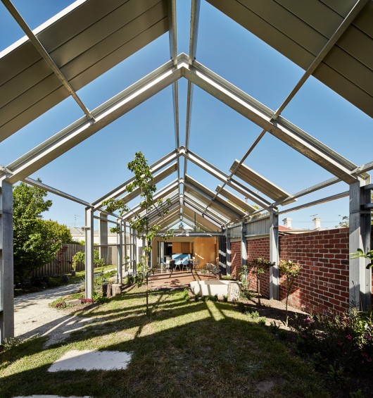 Hill House By Andrew Maynard Architects: Cut Paw Paw / Andrew Maynard Architects