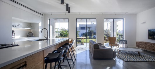 "A Modern ""Kibbutz"" House / Henkin Shavit Architecture & Design 54bf25b4e58eceef700001d7 a modern kibbutz house henkin shavit architecture design hi 06 530x236"