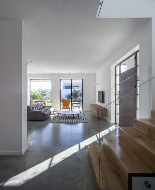 "A Modern ""Kibbutz"" House / Henkin Shavit Architecture & Design 54bf2614e58ece1abf0001df a modern kibbutz house henkin shavit architecture design hi 23 530x651"