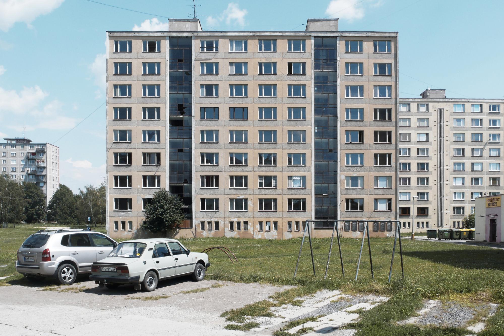 http://ad009cdnb.archdaily.net/wp-content/uploads/2015/02/54ecf722e58ece559800002c_prefab-house-in-rimavska-sobota-gutgut_gutgut_rimavska_sobota_initial01.jpg