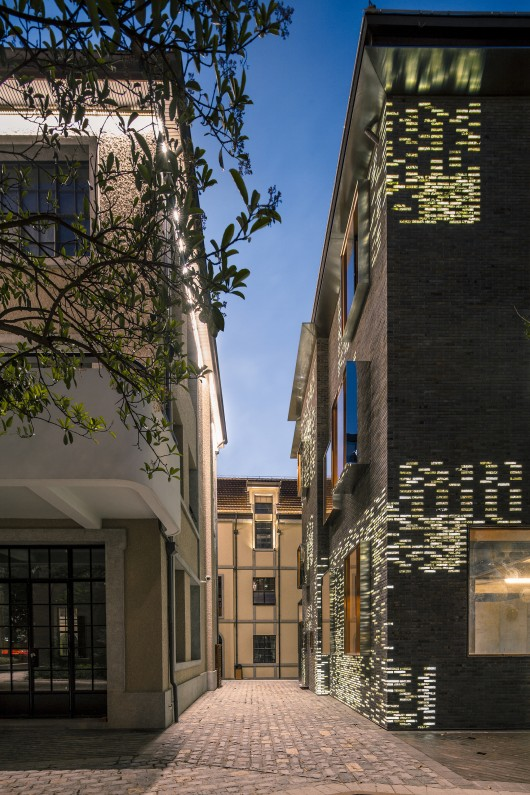 fa u00e7ade renovation for no  8 building    atelier archmixing