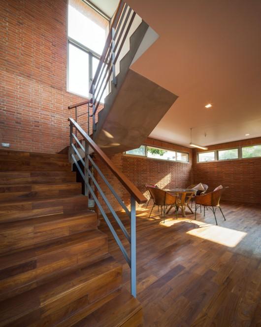Bridge House By Junsekino Architect And Design: Ngamwongwan House / Junsekino Architect And Design