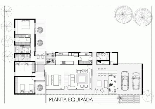 Suburban dwelling roberto benito archdaily for Suburban house floor plan