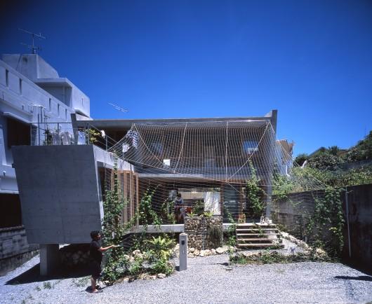 MA of Wind / Ryuichi Ashizawa Architect & Associates 553ef6c7e58ece706c000090 ma of wind ryuichi ashizawa architect associates portada shuri u5357 u5074 u304b u3089 u7acb u9762 530x434