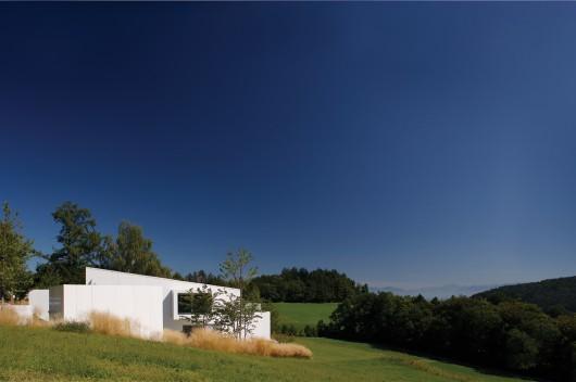 Country House / E2A 555a935fe58ecee092000098 country house e2a micro cosmos ii house bodmer tif  f giovanelli 530x352
