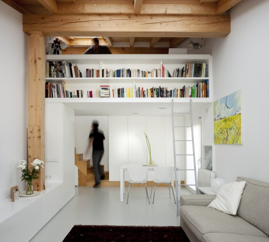Small space living in spain for Small room 009 attention please