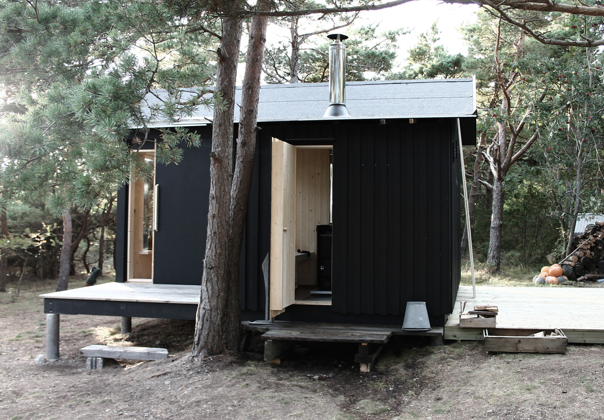 A Small Cabin In The Woods By Septembre Architecture